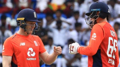 England captain Eoin Morgan and Joe Root fist bump during victory over Sri Lanka