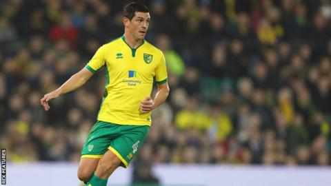 Graham Dorrans in action for Norwich