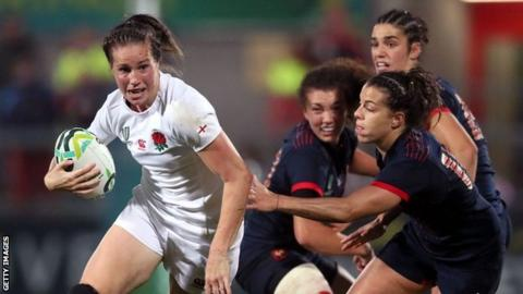 Emily Scarratt takes on the France defence
