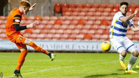 Simon Murray scores for Dundee United against Morton