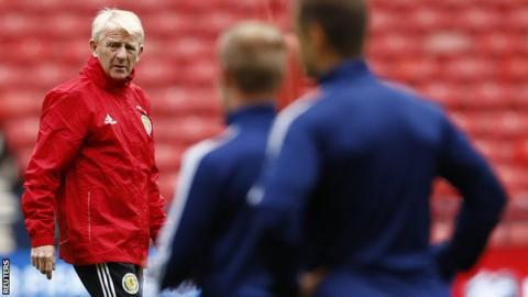 Scotland head coach Gordon Strachan takes training
