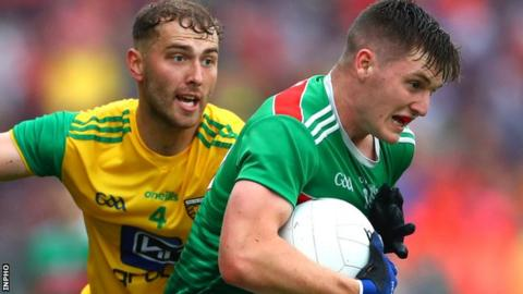 Donegal defender Stephen McMenamin closes in on Mayo's James Carr in Castlebar