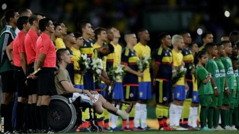 Brazil and Colombia players pay tribute
