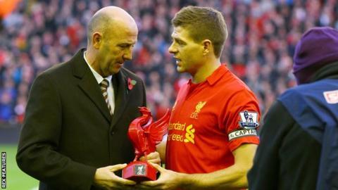 Gary McAllister presents Steven Gerrard an award on his 600th Liverpool appearance