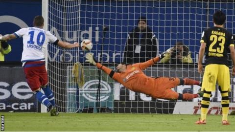 Hamburg score a penalty