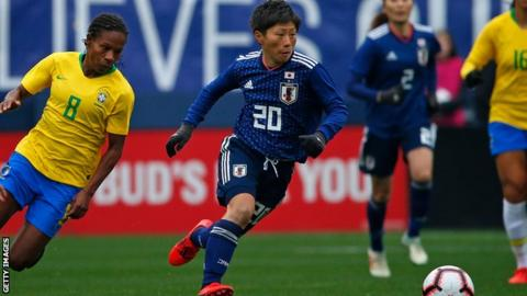 Kumi Yokoyama battling with Formiga