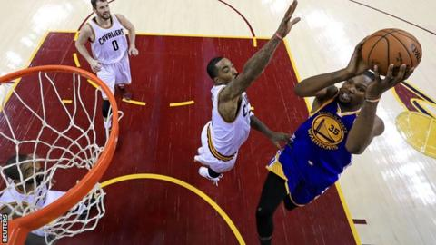 Kevin Durant shoots for Golden State Warriors