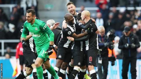 Newcastle celebrate Jonjo Shelvey's goal