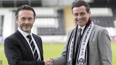 Jack Ross (right) shakes hands with St Mirren chairman Gordon Scott
