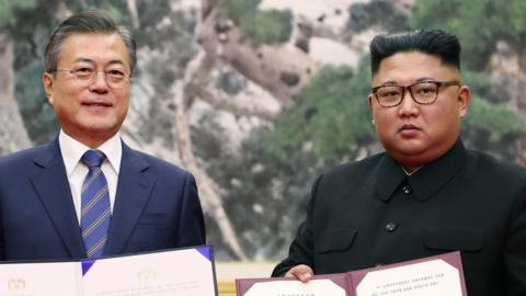Moon Jae In and Kim Jong Un
