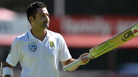 South Africa batsman Dean Elgar acknowledges the crowd after reaching a milestone