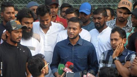 Bangladesh Test and T20 captain Shakib Al Hasan (centre) announces strike action at a news conference on Monday