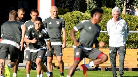 Jupp Heynckes taking a Bayern Munich training session