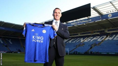Brendan Rodgers holds up a Leicester shirt