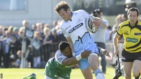 Glasgow Warriors centre Peter Horne playing against Connacht
