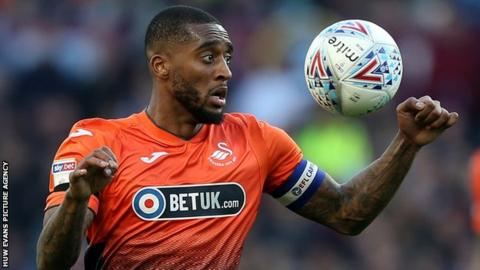 Leroy Fer juggles the ball in a match for Swansea City