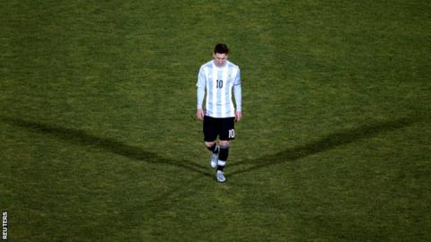 Lionel Messi leaves the pitch after Argentina's defeat in the Copa America final