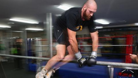 Tyson Fury holds workout ahead of Deontay Wilder fight