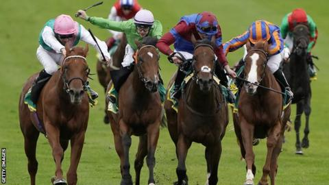 Quadrilateral (left) wins at Newmarket