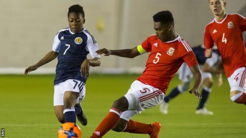 Karamoko Dembele playing for Scotland Under-16s against Wales