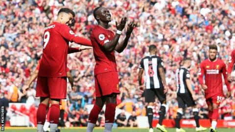 Liverpool's Sadio Mane celebrates with team-mate Roberto Firmino