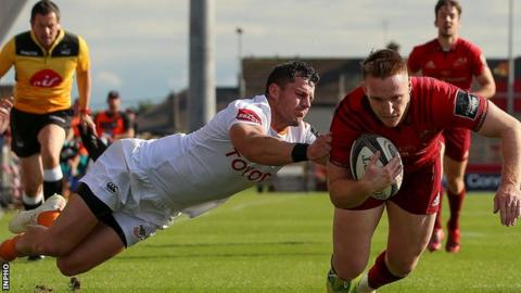 Rory Scannell scores a try for Munster