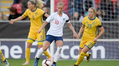 Jordan Nobbs in action for England against Sweden