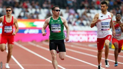 Jason Smyth cruises to a T13 200m heat victory in the London Stadium on Monday night