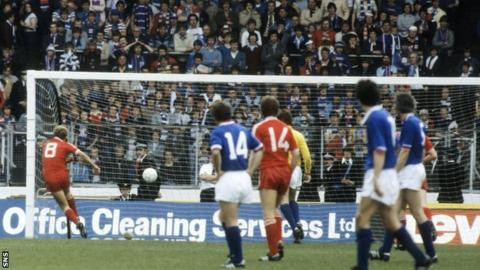Neale Cooper (8) scores Aberdeen's fourth goal in the 4-1 Scottish Cup final win over Rangers in 1982