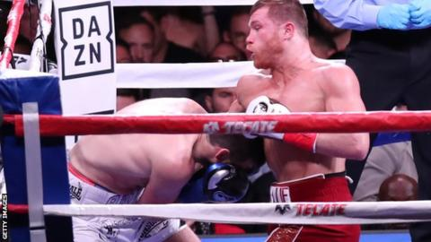 Alvarez finishes Fielding in third-round knockout