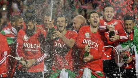 Wales players celebrate after defeating Andorra to round off an historic Euro 2016 qualifying campaign