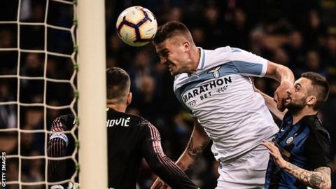 Sergej Milinkovic-Savic scores for Lazio