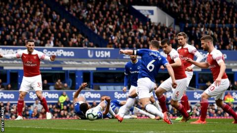 a9f60acf610 Everton 1-0 Arsenal  Phil Jagielka scores in win over Arsenal - BBC ...