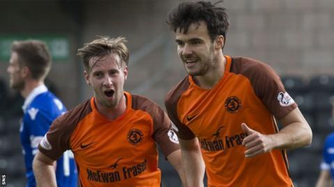 Dundee United's Scott Fraser (right)