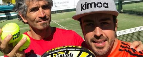 Alonso plays tennis with his coach