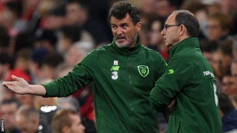 Martin O'Neill and Roy Keane talk during the Republic's 4-1 hammering by Wales on Thursday