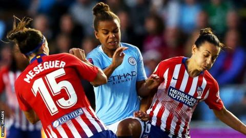 Nikita Parris (centre) hit the crossbar from a long-range volley for Manchester City late on
