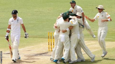 James Anderson and Australia players
