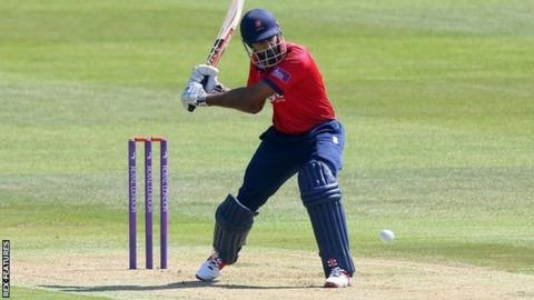 Opener Varun Chopra batted all the way through to the second ball of the final over for Essex