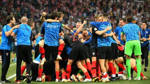 Croatia's players celebrate after winning the penalty shoot-out at the end of the Russia 2018 World Cup round of 16 football match between Croatia and Denmark at the Nizhny Novgorod Stadium in Nizhny Novgorod on July 1, 2018 (Photo by Johannes Eisels/AFP)