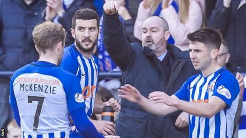 Kilmarnock manager Steve Clarke instructs his players