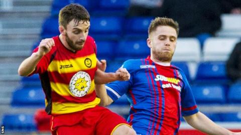 Steven Lawless (left) in action for Partick Thistle