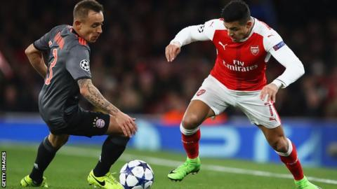 Alexis Sanchez of Arsenal playing against Bayern Munich in the 2016-17 Champions League