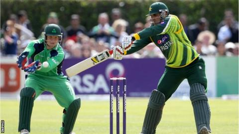 Gary Wilson and Isbah ul Haq in action when Ireland played Pakistan in May 2015