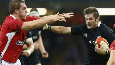 Gethin Jenkins and Richie McCaw