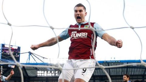 Sam Vokes celebrates a goal