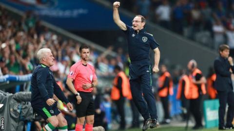 Martin O'Neill celebrates Robbie Brady's winning goal against Italy