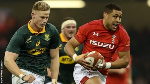Taulupe Faletau runs clear of the South African defence in Wales' 24-22 win in December 2017