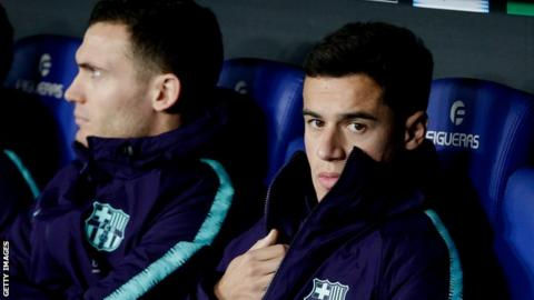 Philippe Coutinho sits alongside Thomas Vermaelen on the Barcelona bench