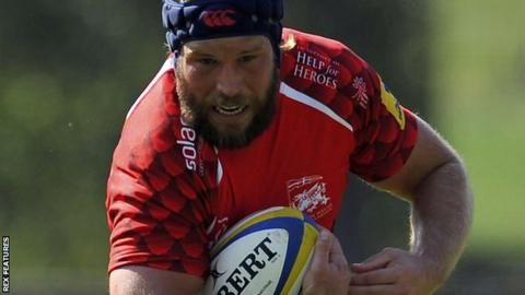 Richard Thorpe in action for London Welsh